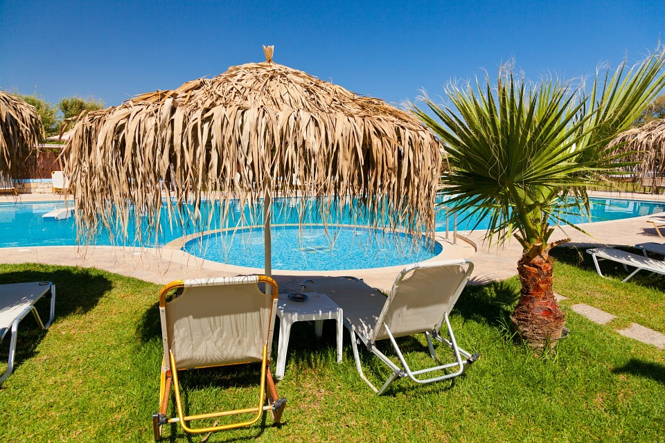 Je krycí plachta na bazén dobrý nápad?