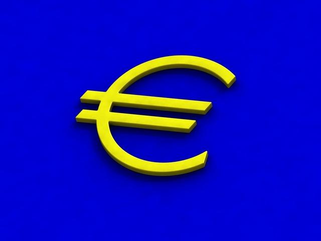žlutý symbol eura na modrém podkladu