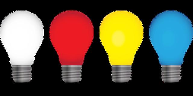 obrázek různobarevných žárovek