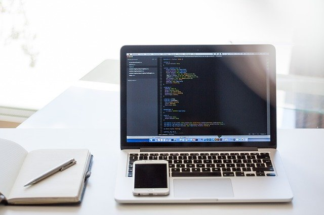 programování na notebooku